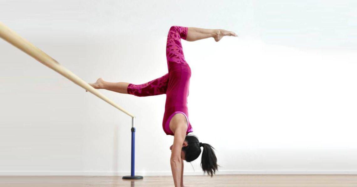 È una specialità del Pilates che prevede lezioni specifiche studiate per i danzatori. Questa tecnica permette di riequilibrare, potenziare e stabilizzare il lavoro del danzatore, intervenendo direttamente sulle correzioni di tecnica del gesto atletico; nel nostro studio è possibile seguire lezioni in mini gruppo. Il Postural Pilates Ballet può inoltre essere utilizzato come efficace metodo […]