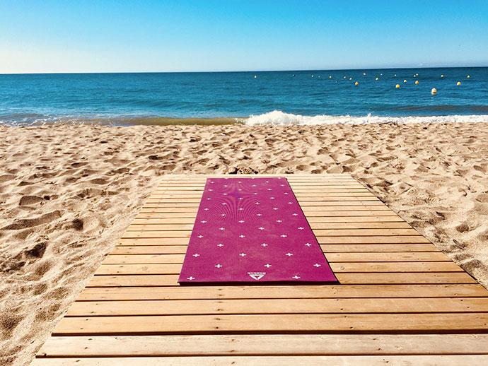Yoga in viaggio: come praticarlo fuori casa